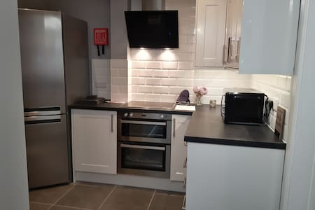 A Lovely 1 Bedroom Apartment Close City Wifi&Park