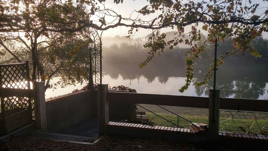 gîte au bord de l'eau - Oudon - Dům