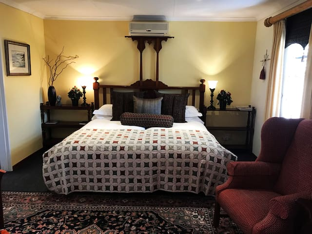 The Crown Guesthouse Executive Suite 2