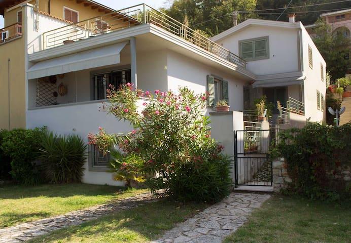 Villa Adriana, direttamente sul lago - Malcesine - บ้าน