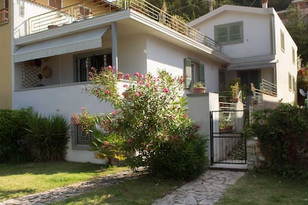 Villa Adriana, direttamente sul lago - Castelletto