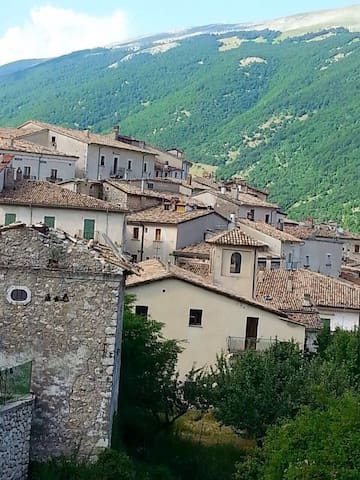 Montagna in stile moderno - Civitella Alfedena  - Appartement