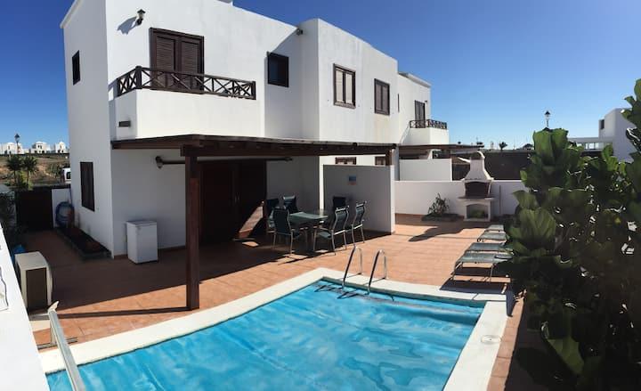Villa Itzia: piscina clim. y wifi!