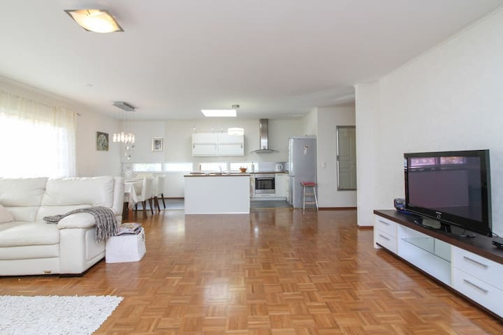 """Large living room and kitchen in cottage """"Taipalsaari House"""" in Lappeenranta"""