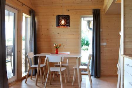 Gemütliches Holzferienhaus, 500m zum Ostsee Strand - Zierow