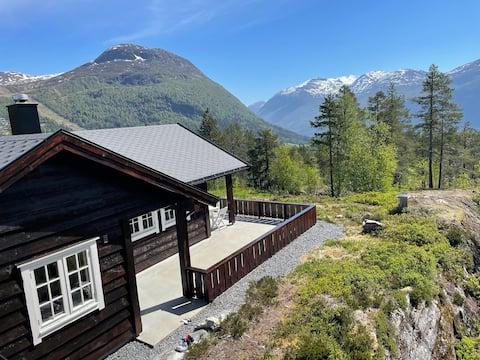 Sjarmerende og usjenert hytte på Stryn