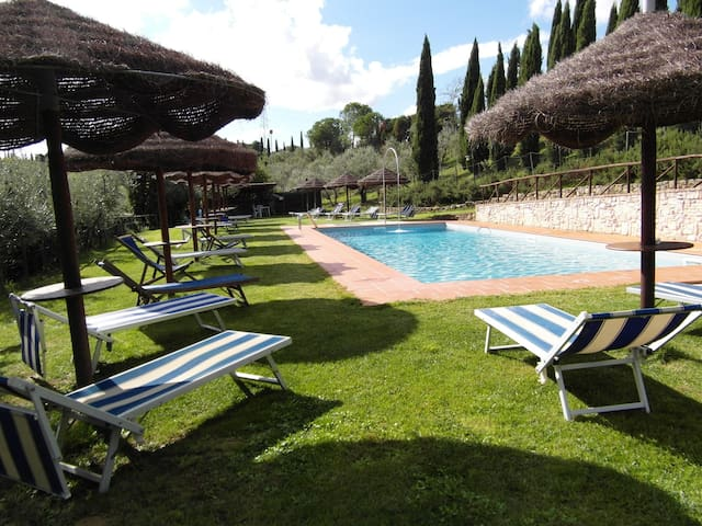 Apartment for 4+2 persons with pool R68825