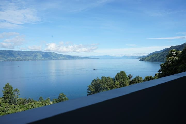 Best View Room beside Lake Toba - Gapura Hotel 1