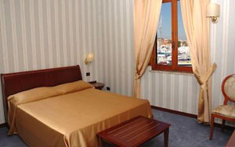 camera matrimoniale - Fiumicino - Huis