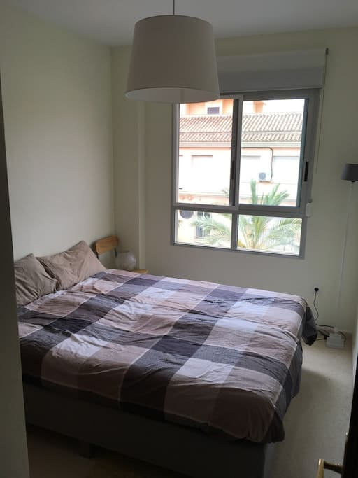 Habitación privada con dos camas individuales o una doble/Private bedroom with 2 single beds or one kingsize