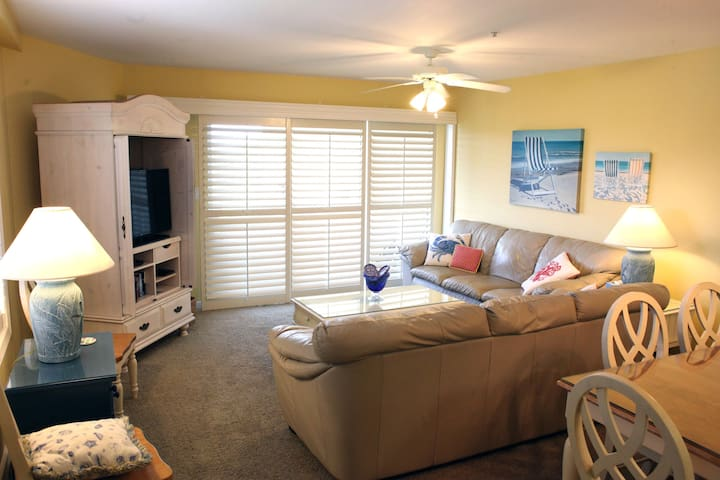Spacious 3 bedroom beach condo - Miramar Beach
