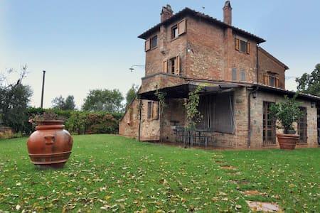 Villa a Montepulciano per 6 persone ID 55 - มอนเต้ปูลชาโน่