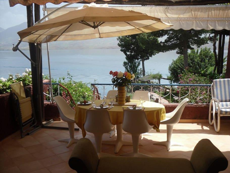 magnifique villa avec vue sur lac villas louer binelouidane maroc maroc. Black Bedroom Furniture Sets. Home Design Ideas
