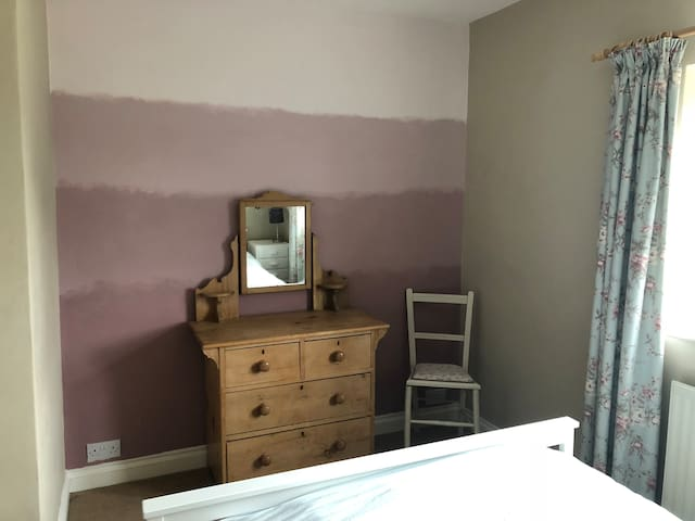 Well situated in quiet cul de sac - Double Room
