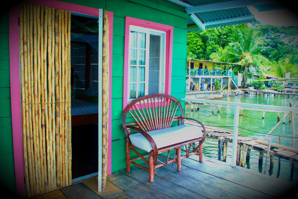 Casa takalua overwater cottage on bastimentos for Piani casa bungalow cottage