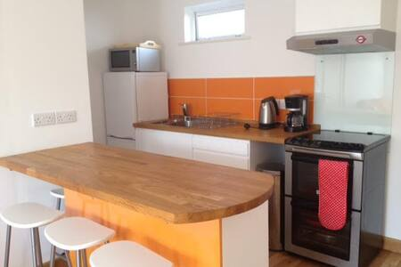 Galway City-Salthill, Modern Self Catering Flat - Apartment