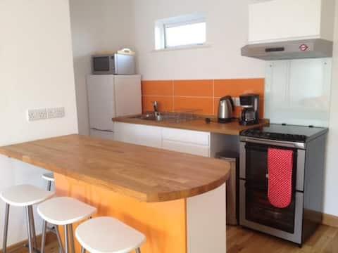 Galway City-Salthill, moderno apartamento con cocina