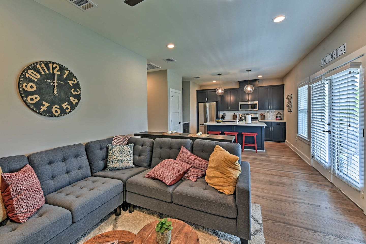 This 2-bedroom, 2-bath apartment boasts 1,200 square feet and room for 5 guests.