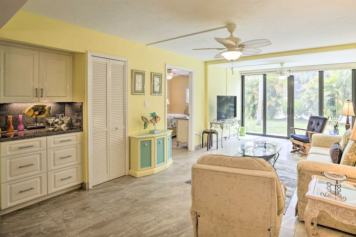 NEW! Cheery Condo w/ Pool Access, 2 Miles to Golf!