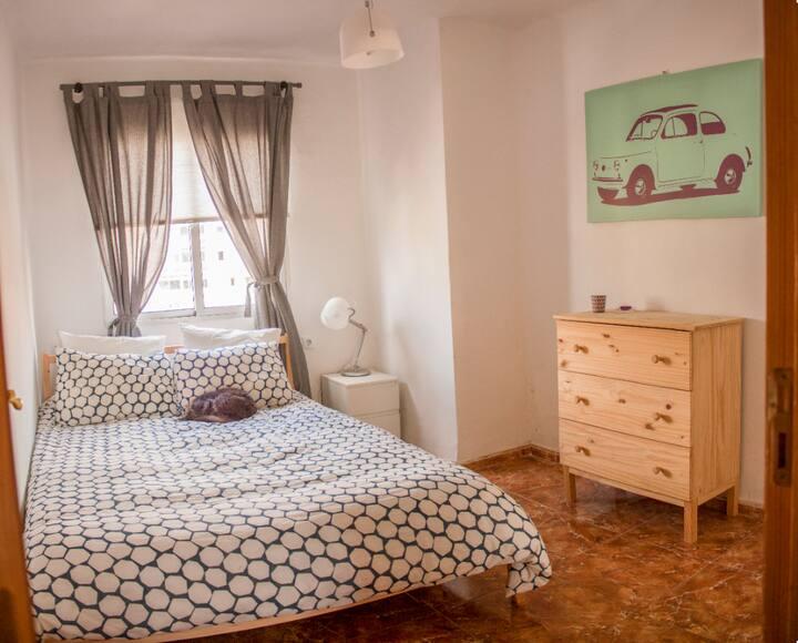 Habitación acogedora en Santa Cruz capital (C)