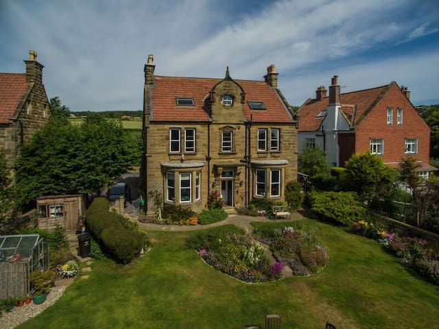 Saxon Villa Robin Hood's Bay B&B Stunning Views