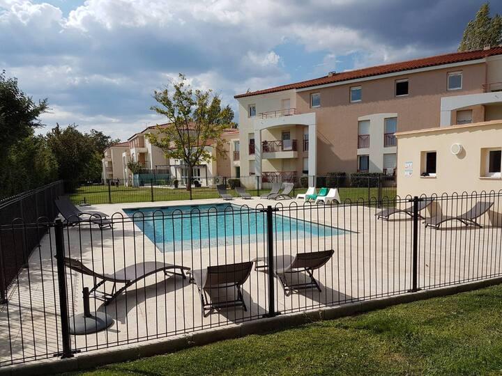 Charmant studio avec piscine et clim (en été)