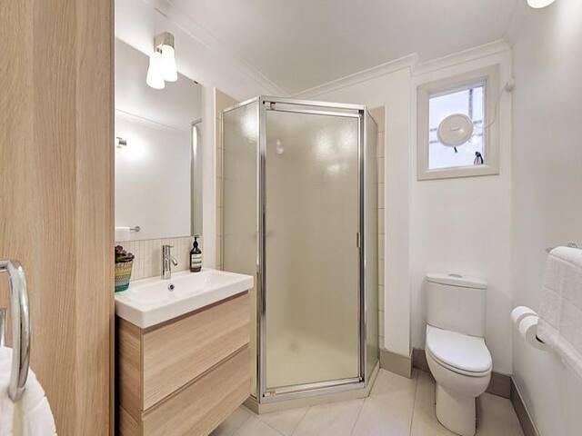 Modern Riverside Apartment - Alphington - Apartment