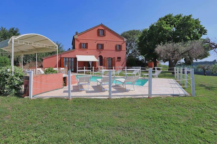 Villa mit Panoramablick und eigenem Pool in der Nähe der Adriaküste