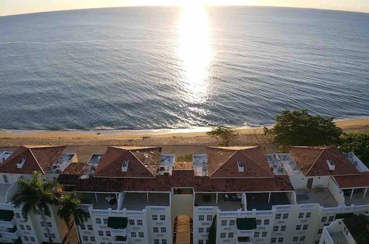 5-Star Rincón Beachfront Getaway @sunandbeach116