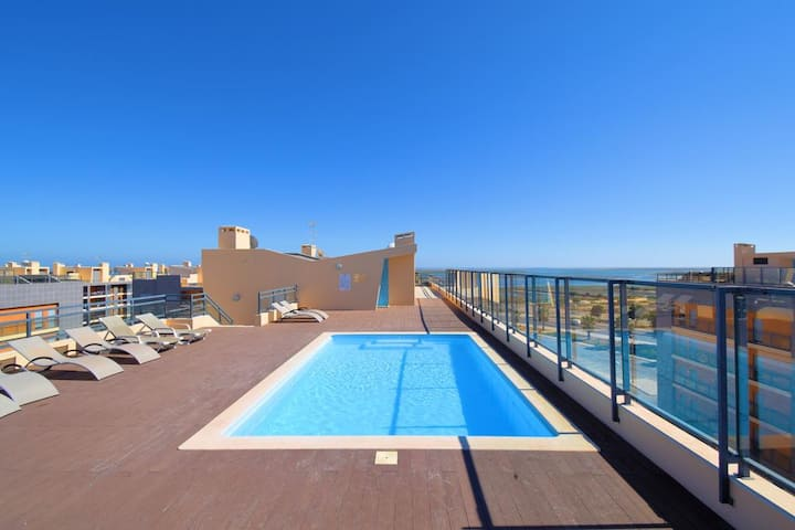 Picturesque and modern T2 w/ rooftop pool Olhao