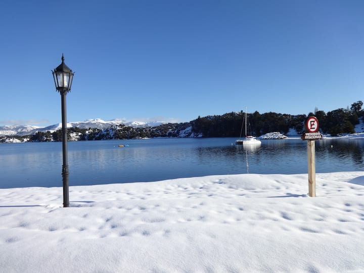 Beautiful Apartment meters from the Lake!