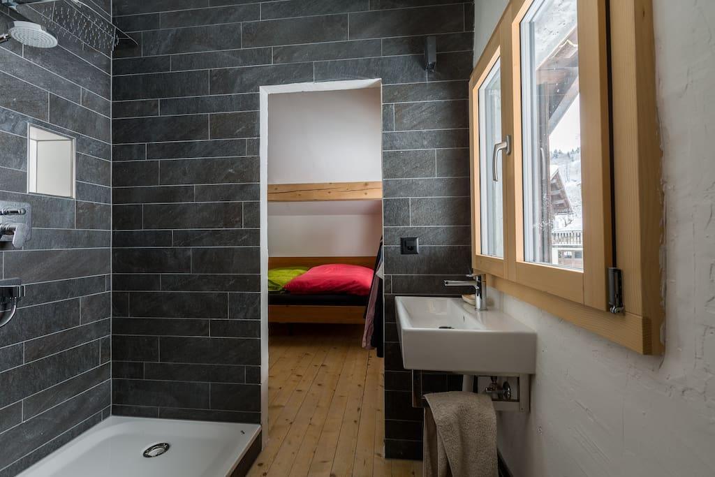 Bad mit WC vom Hauptschlafzimmer