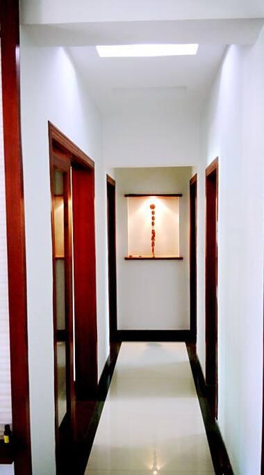 通向卧室走廊