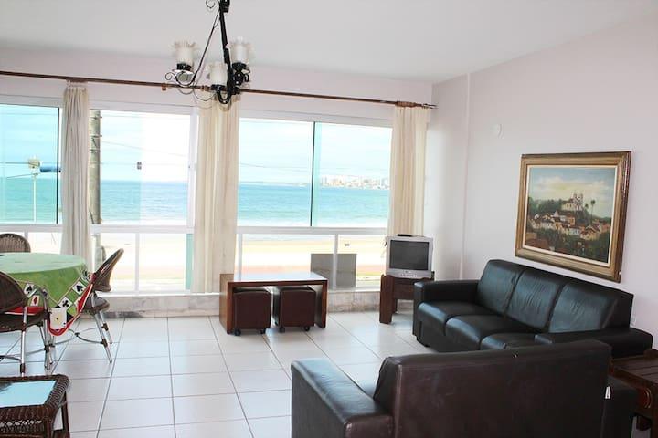 Apartamento de frente para a Praia do Morro!