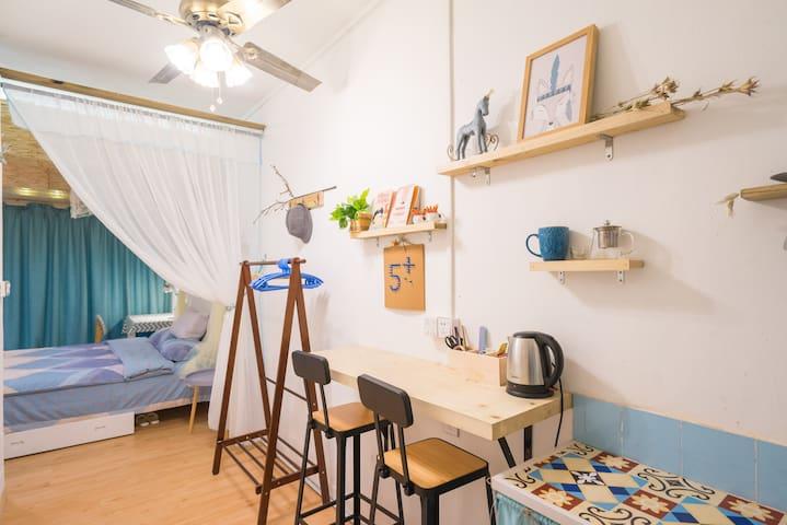 《5+2》江南西,地铁站附近带私家户外大花园kingsize床温馨套间 - 广州 - House