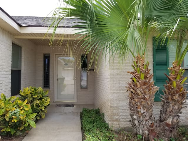 Beautiful Casita 3 Bedroom 2 Bath at the Golf Course