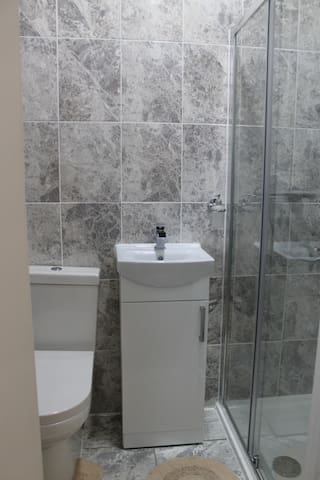(Room 12) Modern with En Suite Private Bathroom. - Ilford - Casa