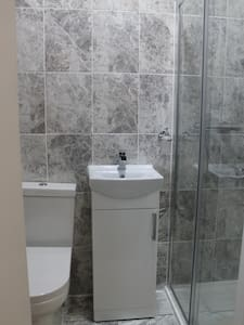 (Room 12) Modern with En Suite Private Bathroom. - Ilford - Haus