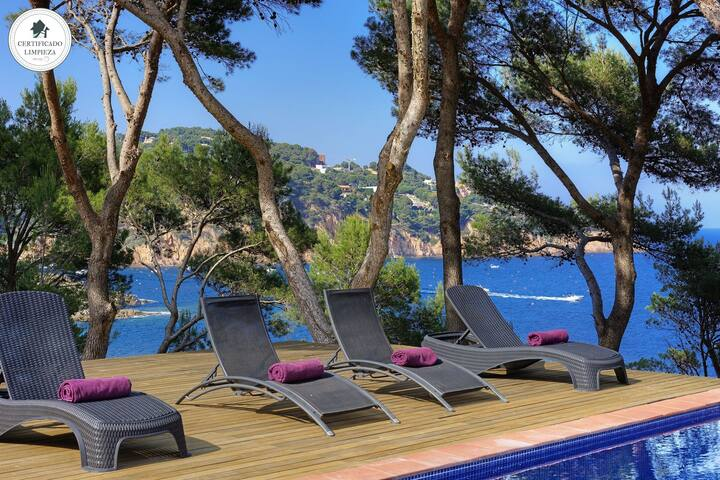 LA PERICA-Villa with private pool on the sea front-Tamariu-Costa Brava