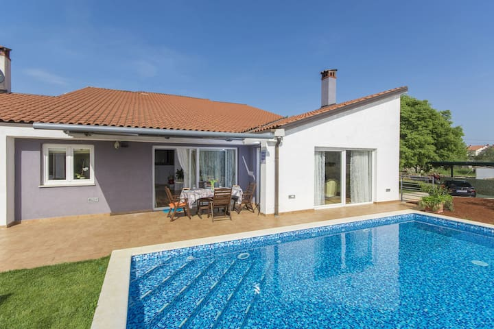 Wonderful, modern villa with pool, whirlpool and garden, near Rovinj