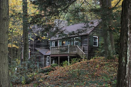 Peaceful Stockbridge Cabin in the Woods