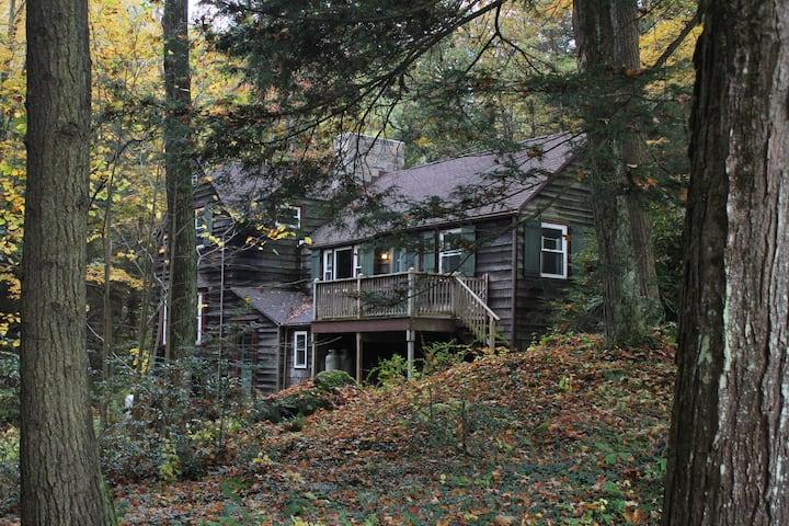 Peaceful Stockbridge Cabin in the Woods