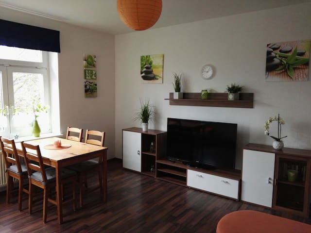 "Ferienwohnung ""Ruby"", Limbach-Oberfrohna - Limbach-Oberfrohna - Apartamento"