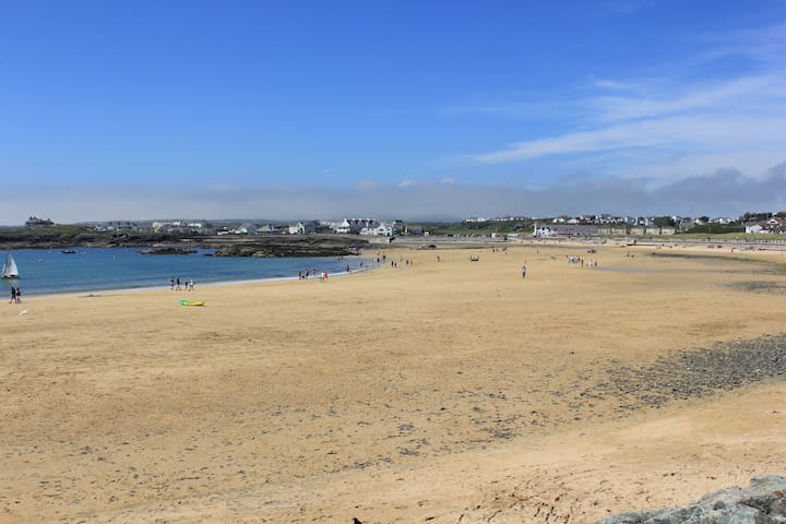 Tudor Apartment **Newly Listed** - Bae Trearddur