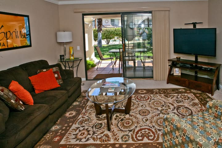 Stylish Gated Community Condo with Pool & Golf - Palm Springs - Condominium