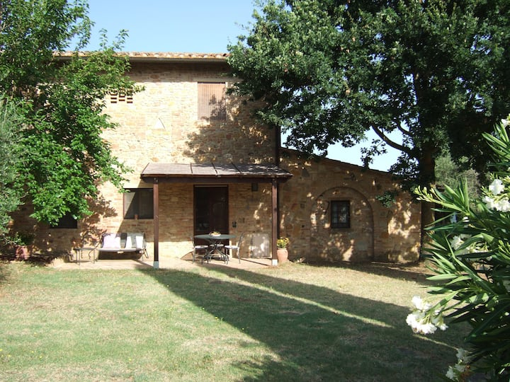 Tuscany cottage for 4 people with swimming pool