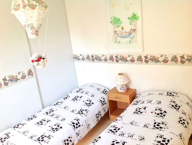 3ème chambre avec 2 lits jumeaux que l'on peut resserrer !