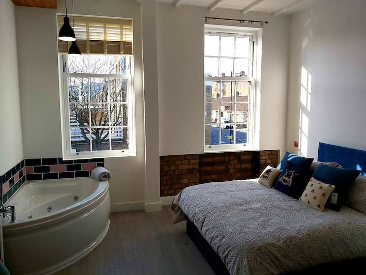 1st floor luxury large jacuzzi ensuite - Angel, N1