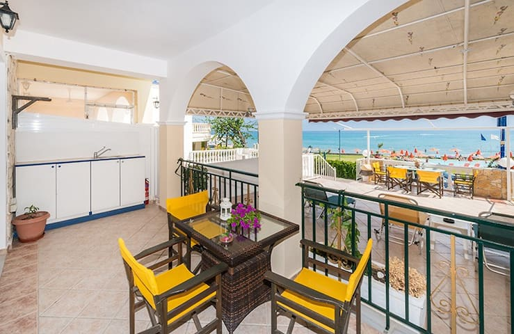 Groundfloor apartment at only 20 m from sea