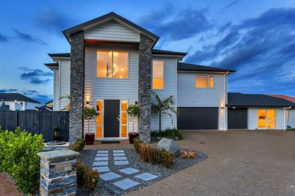 Luxurious Family Home Close To Auckland Airport Houses For Rent In Karaka Auckland New Zealand